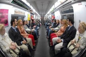 Gemelos de padre en el metro