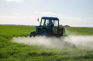 Tractor Fertilize Field Pesticide And Insecticide - Aqua Mechanical